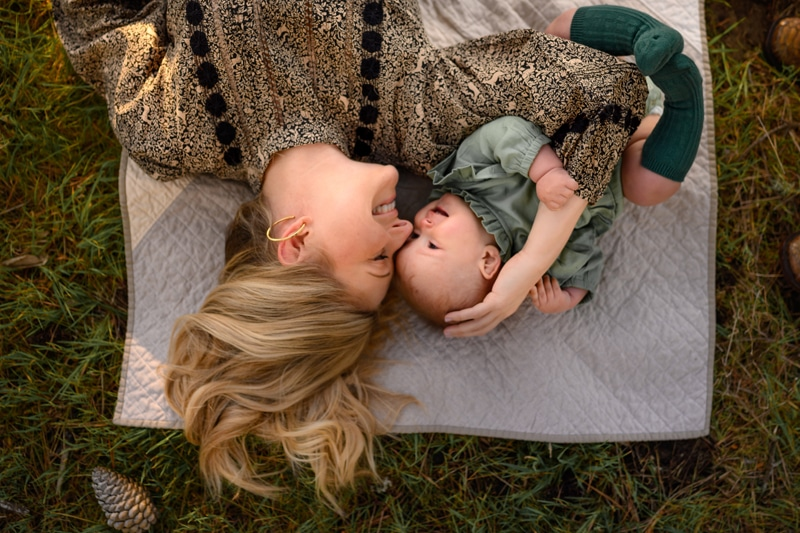 Family Photography, Mother laying with child on blanket